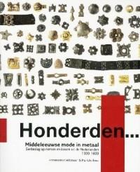 honderden... Middeleeuwse mode in metaal